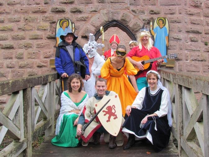 les membres du COFAWE posent aux château de Wangenbourg-Engenthal